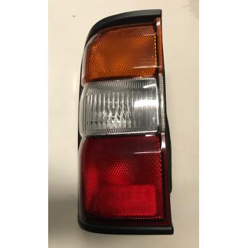 Feu arrière gauche multifonctions Nissan GR Y61 jusqu'à 2005