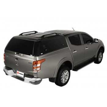 Hard top acier Mitsubishi vu porte ouverte